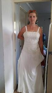 IVORY TAFFETA WEDDING DRESS SIZE 12-14  LACE UP BACK Victoria Point Redland Area Preview