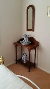 Whatnot table (wash stand)
