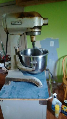 HOBART 20 QUART MIXER . TABLE TOP MODEL