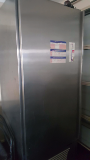 !! Industrial fridge/freezer. Need gone Open to offer!!!