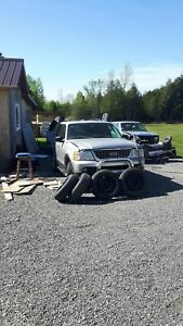 2003 Ford Explorer NEED GONE