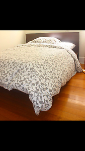 URGANT: MATTRESS AND QUEEN SIZE BED South Yarra Stonnington Area Preview