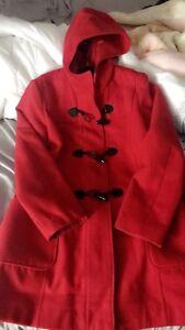 Manteau rouge non portée grandeur Large.