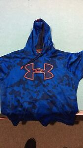 Mens large under armour storm hoodie, barely worn
