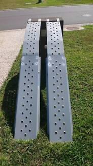 2X SOLID STEEL RAMPS FOR UTE OR TRAILER.