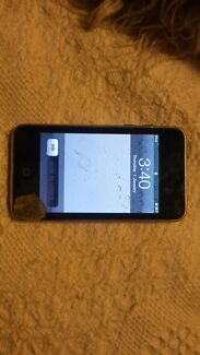 3rd Gen 8gb iPod Touch - cracked screen - for parts Bundoora Banyule Area Preview