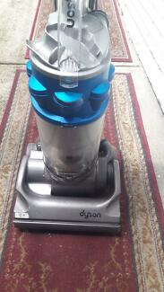 DYSON GREAT WORKING CONDITION VACUUM CLEANER,, GREAT UNIT AND POW