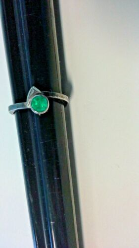 Vintage 925 Ring Green Stone 2.85 grams Size 9 Sterling Silver