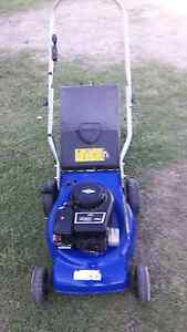 For sale Victor motor mower 3.5hp Brigs & Station  motor VGC Glamorgan Vale Ipswich City Preview