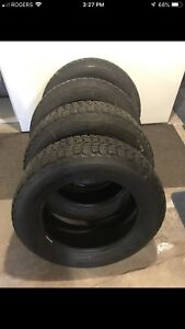 4 pneus d'hiver Firestone 215/60/16 deal!!
