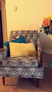 Sofa and chair In good !! 100$ Good OFFER (GOOD CONDITION) !!!