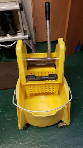 Rubbermaid Brute Mop Bucket with Wringer