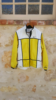 FREE POST Nike Yellow & White Windbreaker M