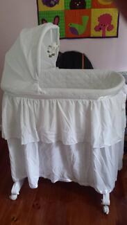 Like new bassinet