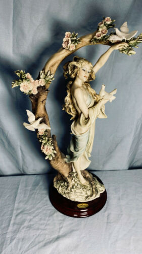 """GIUSEPPE ARMANI  """"YOUNG LADY WITH DOVES""""  0499-C  Made in Italy - No Box"""