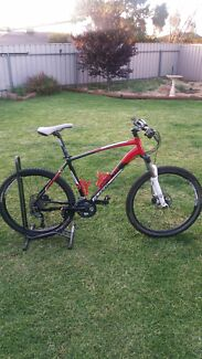 For sale Avanti aggressor 26.1 size large $650  Craigmore Playford Area Preview