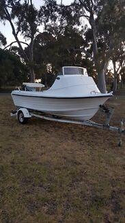 Nautiglass 15,5 foot Cuddy Cabin Fishing Boat