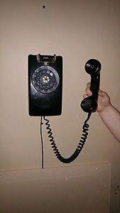 Téléphone mural vintage