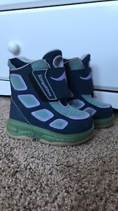 8T boots