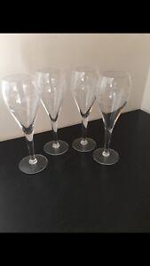 Set of 4 fine Crystal wine glasses