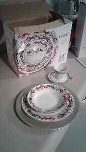 Christmas place setting for 4