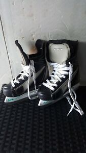 HESPELER Kids two pair of skates and helmets