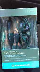 Sennheiser PXC250MKII Noise Cancelling Fold-Up Headphones Golden Point Ballarat City Preview