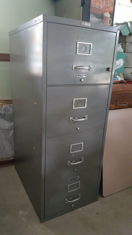 VICTOR FIREMASTER FIRE PROOF FILLING CABINET 4 RAWER WITH KEY & FILE HANGERS