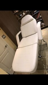 BEAUTY FACIAL ESTHETIC BED FOR SALE GREAT CONDITION