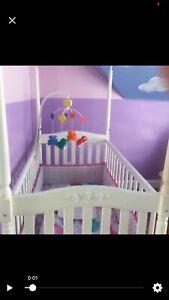 Canopy crib & baby bathtub