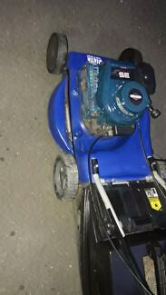 Briggs &; stratton lawn mower 4 stroke,,great go,first pull start