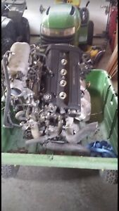 2000 crv engine . Complete head and manifolds
