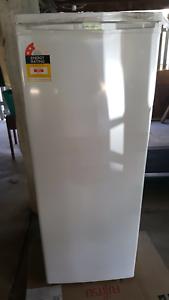 *NEVER USED* Westinghouse upright freezer Berserker Rockhampton City Preview