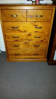 Solid timber chest of drawers  Rosemeadow Campbelltown Area Preview