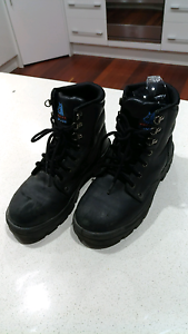 Female size 9 Steel cap boots Bulimba Brisbane South East Preview