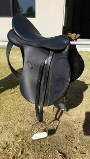 Wintec Saddle Fully Mounted, 44cm, Excellent Condition