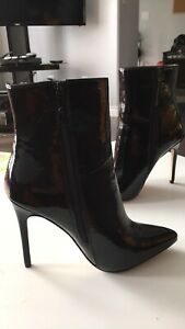 Black leather heigh heel boots