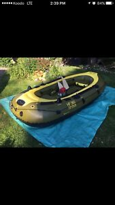 Selling 6 person boat inflatable boat