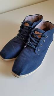 TOMS Canvas Botas Shoes (Ladies size 8.5)