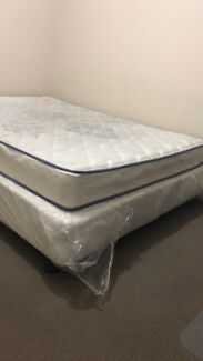 Queen bed base and matress