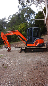 2010  4.5T Hitachi excavator Mount Evelyn Yarra Ranges Preview