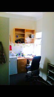 Single room in terrace house near broadway $285 all bill included