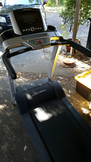 Life Fitness Treadmill with Incline