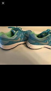 Girls size 4 NIKE sneakers NEW