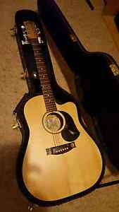 Maton EM225C Semi Acoustic Guitar c/w Hardcase, Mint Condition!! Raymond Terrace Port Stephens Area Preview