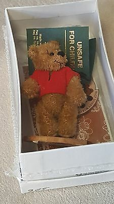 Deb Canham Miniature WINNIE THE POOH BEAR - Walt Disney World 1999 LE 500 SEALED