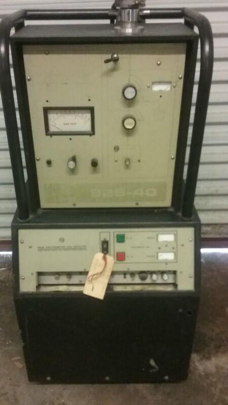 Varian 925-40 Porta-Test Mass Spectrometer Leak Detector Helium