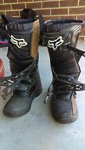 FOX MOTORBIKE BOOTS ARMOUR HELMET KNEE PADS GOGGLES Baxter Mornington Peninsula Preview
