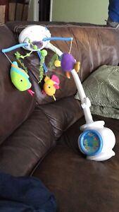 Mobile musical avec lumières pour bébé