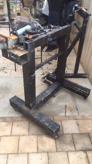 Outboard  work stand on wheels